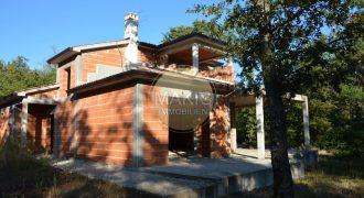 Istrien – Rohbau Villa mit Potential – ruhige Lage und nur etwa 700m zum Meer!