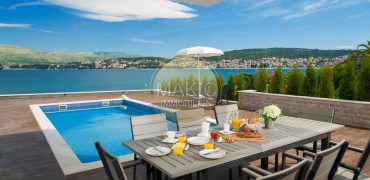 Čiovo Island – Fully equipped villa with pool and sea view – 6 bedrooms!
