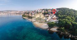 Otok Čiovo – Potpuno opremljena vila s bazenom i pogledom na more – 6 spavaćih soba!