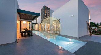 ISTRA – Luksuzna i moderna vila 8 km od mora!