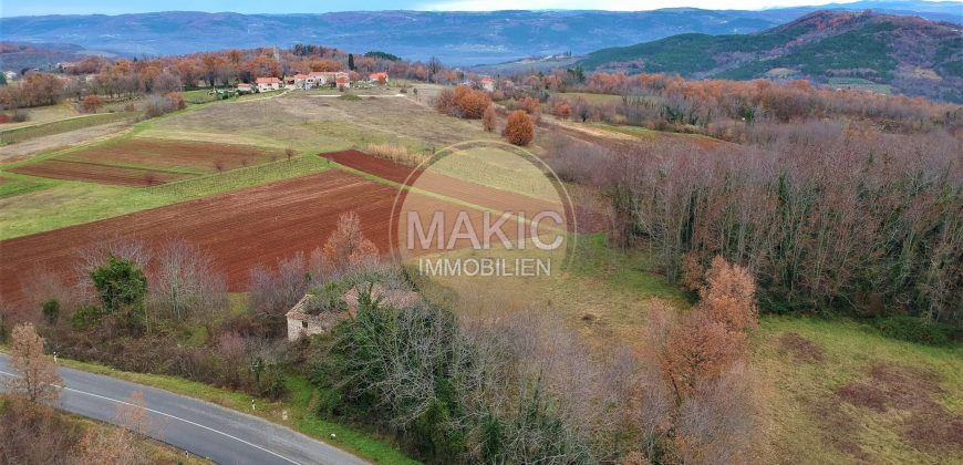 ISTRIA – building land with an old Istrian stone house