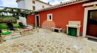 ISTRIA – HOUSE WITH 2 UNITS IN THE CENTER OF MOTOVUN
