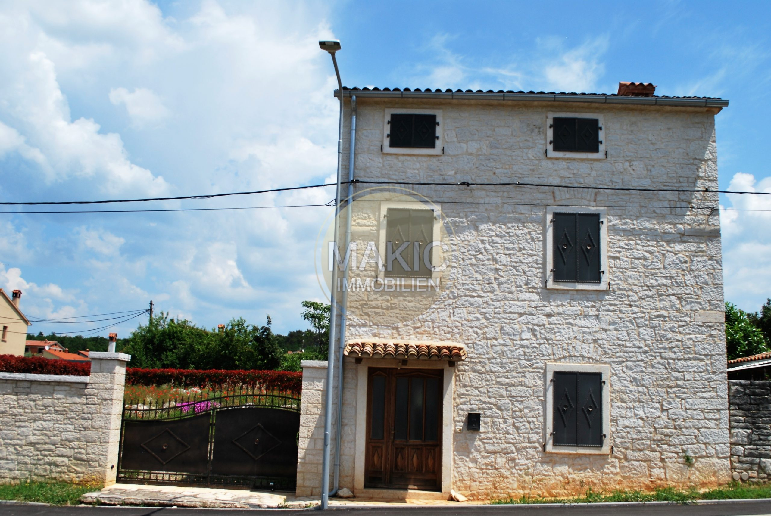 ISTRIA – RENOVATED ISTRIAN HOUSE WITH POOL AND SEA VIEW