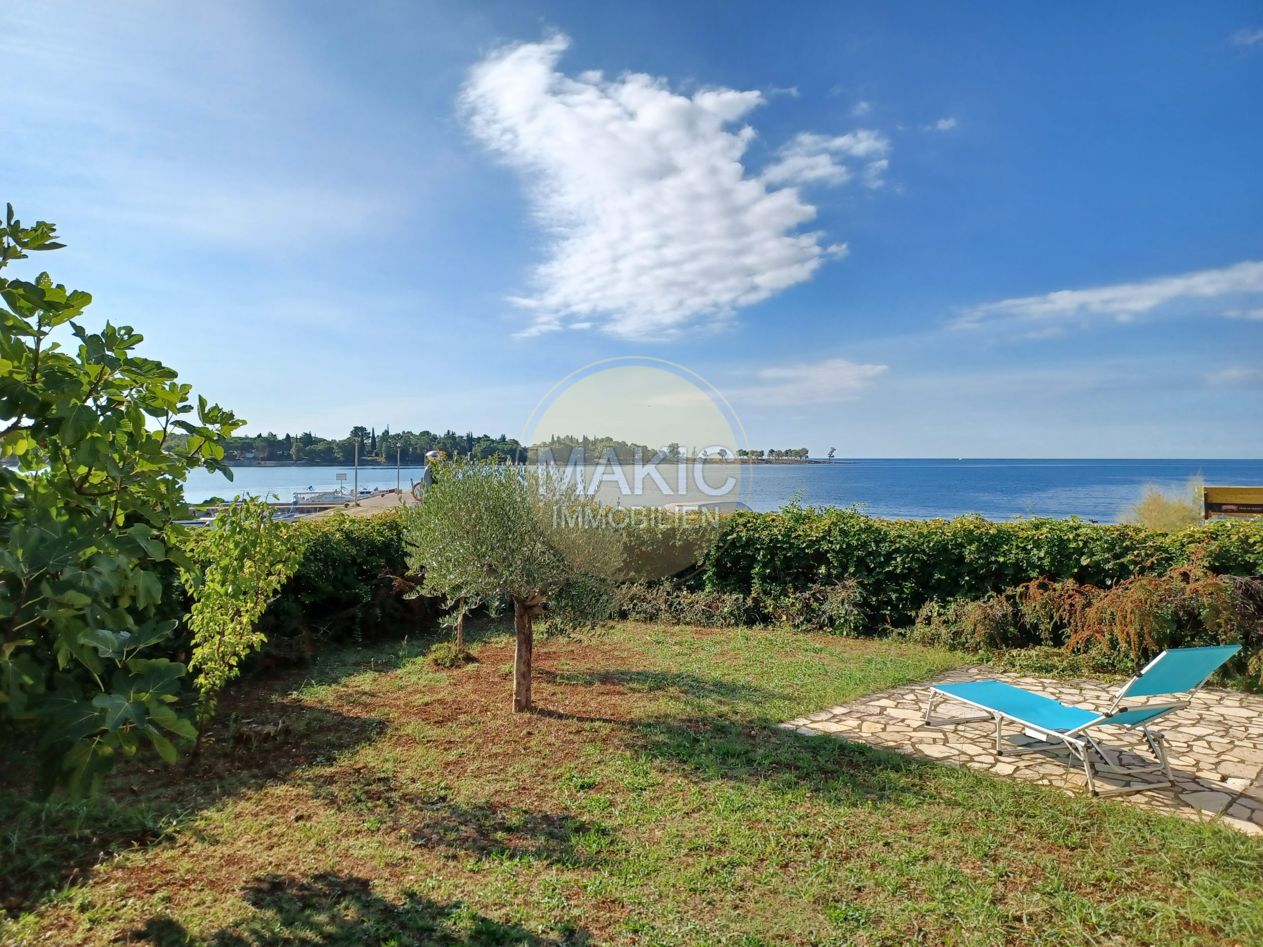ISTRIA – The sound of waves in every room: sea villa in the first row